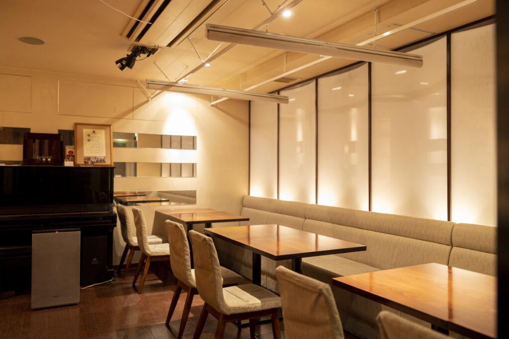 ワインバー&レストラン Rencontre(ランコントル)テーブル席